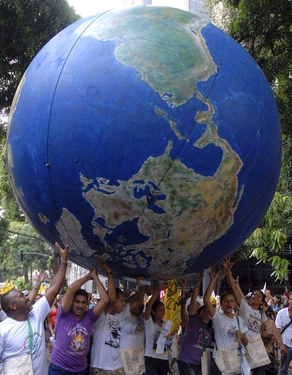 Účastníci Světového sociálního fóra v brazilském Belemu poblíž ústí Amazonky