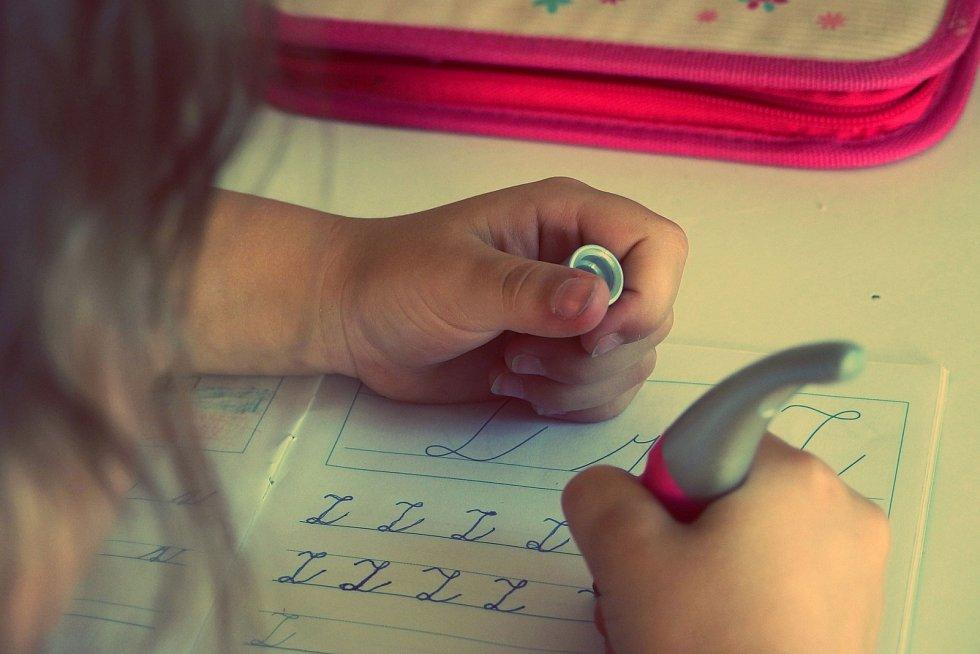 Nákup školních pomůcek by rodiče neměli podceňovat.