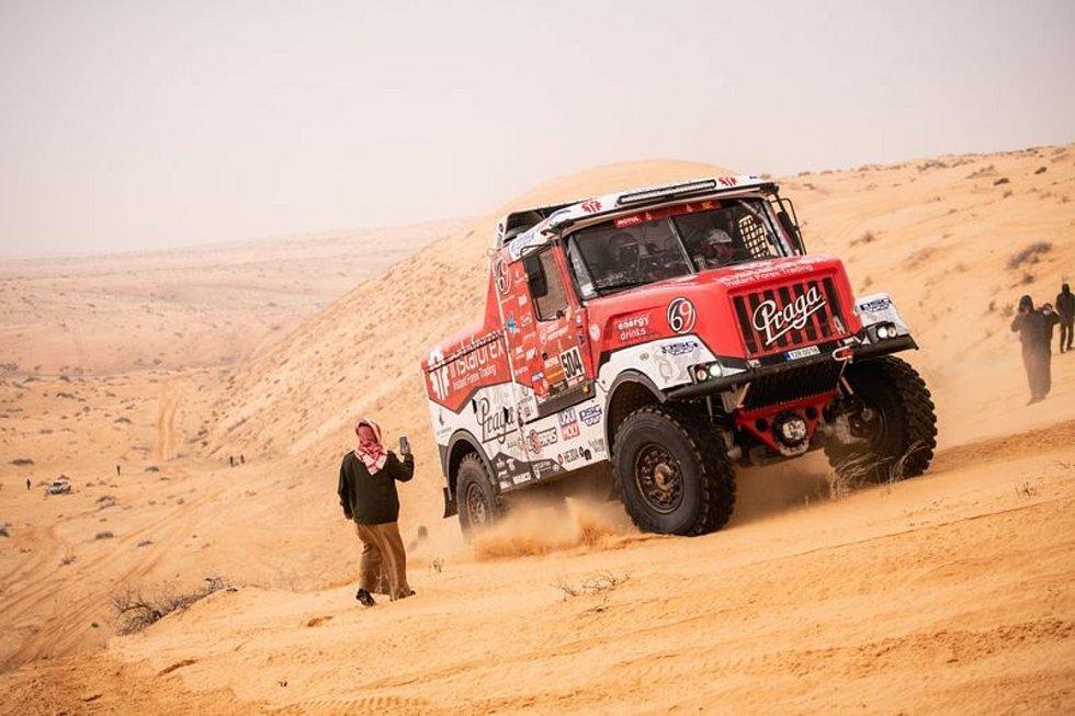 Rallye Dakar - 7. etapa (Háil - Sakaka, 738 km celkově/471 km rychlostní zkouška), 10. ledna 2021. Aleš Loprais s kamionem Praga