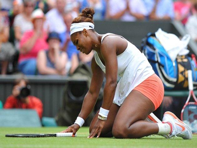 Další favortika na Wimbledonu dohrála. Serena Williamsová skončila v All England Clubu na raketě Sabine Lisické.