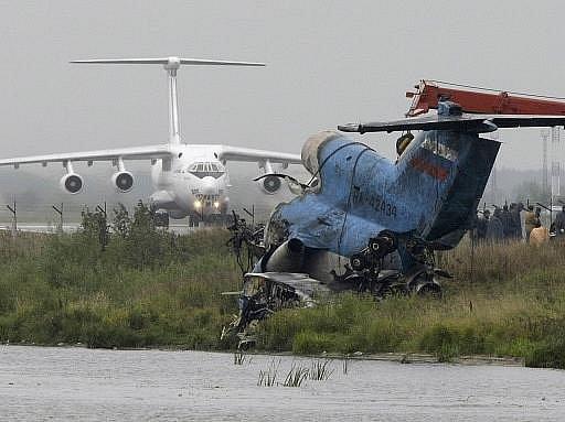 Trosky zříceného letounu JAK 42