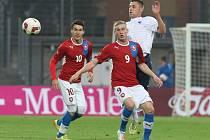 Reprezentanti do dvaceti let (v červeném) proti Francii.