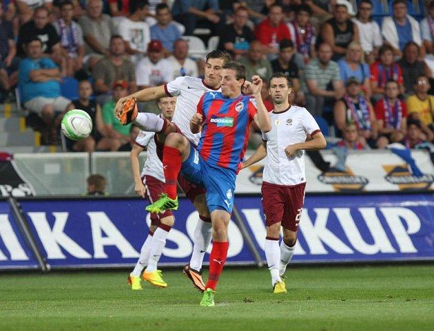 Od nové sezony si i za televizní zápasy Sparty - Plzní nejspíš budete muset připlatit.