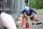 Nejsmutnější okamžik zažívali na konci srpna v Ostrově nad Ohří. V tamním skateparku uhořela teprve dvanáctiletá dívka. Pietní místo utvořili její kamarádi přímo před místem tragédie.