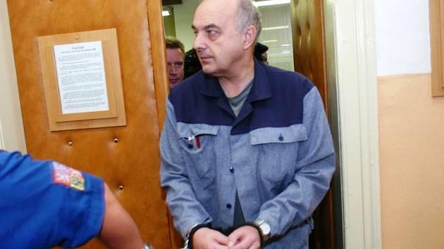 Podmínečné propuštění z věznice se zkušební dobou na šest roků získal ve čtvrtek u Okresního soudu v Trutnově bývalý ministr financí Ivo Svoboda. Ve věznici si odseděl 2 třetiny trestu a splňoval tak lhůtu na to, aby mohl o podmínečné propuštění požádat.