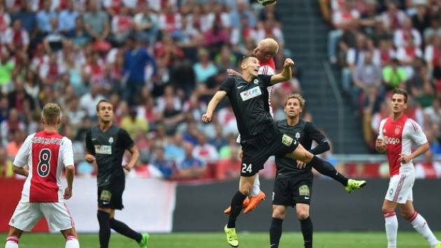 Ján Greguš v zápase na půdě Ajaxu