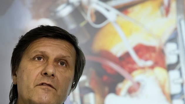 Ředitel Institutu Klinické a experimentální medicíny (IKEM) Aleš Herman na tiskové konferenci na téma: HeartMate III. - nejnovější typ dlouhodobé srdeční podpory.