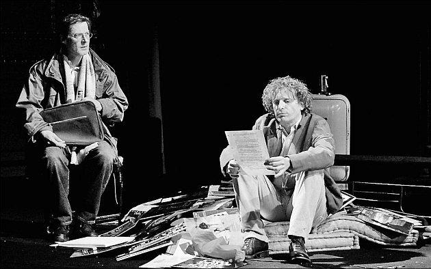 Inscenace hry Toma Stopparda Rock´n´Roll (na snímku Jan Hartl a David Prachař)