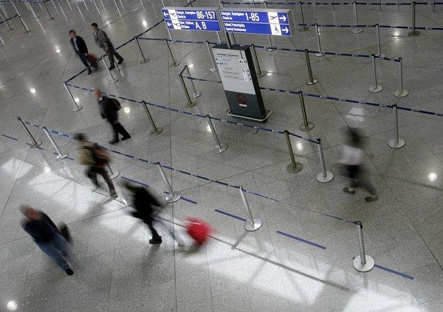 Pasážéři na letištích v Řecku musí kvůli stávce počítat se zpožděním.