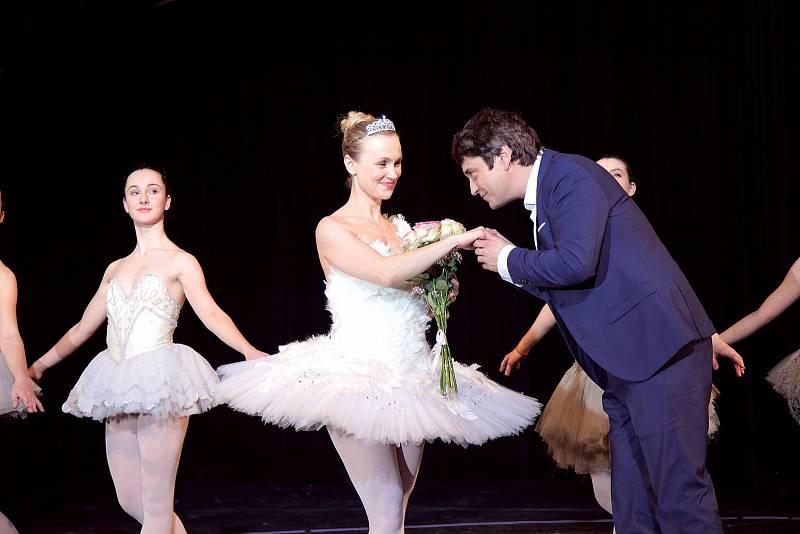 Vlastina Svátková jako baletka ve filmu Můj příběh (na snímku se Sašou Rašilovem).