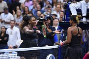Kontroverzní finále US Open mezi Serenou Williamsovou a Naomi Ósakaovou ovládla po setech 6:2 a 6:4 dvacetiletá Japonka.