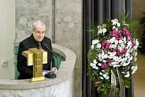 Poslední rozloučení s hudebním skladatelem, klarinetistou a spoluzakladatelem Divadla Semafor Ferdinandem Havlíkem 4. listopadu ve Velké obřadní síni krematoria v pražských Strašnicích. Hovořil i Jiří Suchý.