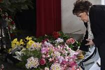 Poslední rozloučení s výtvarníkem, animátorem a režisérem Zdeňkem Smetanou 11. března v Praze. Smetana zemřel 25. února ve věku 90 let. Na snímku je herečka Jiřina Bohdalová.