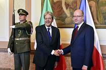 Bohuslav Sobotka (vlevo) a italský premiér Paolo Gentiloni.