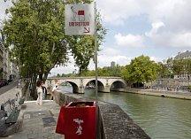 Pisoár v Paříži u chrámu Notre Dame vyvolal pozdvižení. Místní si stěžují na radnici.