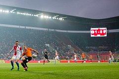 Plzeň v Edenu padla 0:4. Viktorii přijelo fandit zhruba čtyři sta příznivců (všichni vzadu v černém).