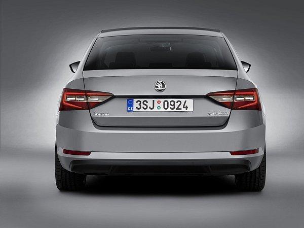 Škoda Superb.