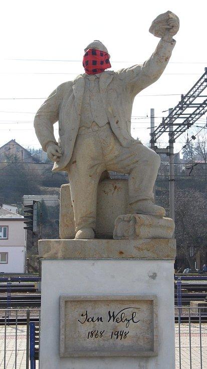 Roušku už nosí i nejslavnější zábřežský rodák Jan Welzl.