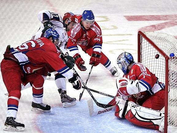 Alexander Radulov střílí první gól Ruska do české sítě.