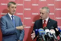 Premiér Andrej Babiš (vlevo) a předseda Českomoravské konfederace odborových svazů (ČMKOS) Josef Středula.