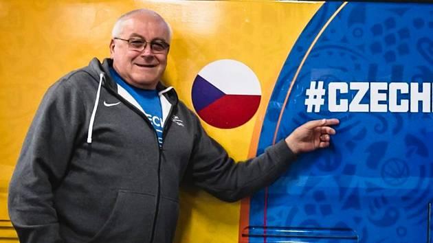 Fyzioterapeutem reprezentace basketbalistů Jiří Šmíd.
