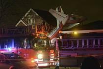 V Chicagu spadlo letadlo přímo na obytný dům.