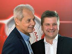 Prezident fotbalové Slavie Jiří Šimáně (vlevo) a trenér Dušan Uhrin.