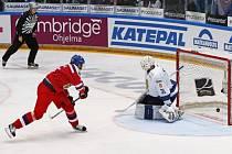 Lukáš Kašpar střílí gól proti Finsku.