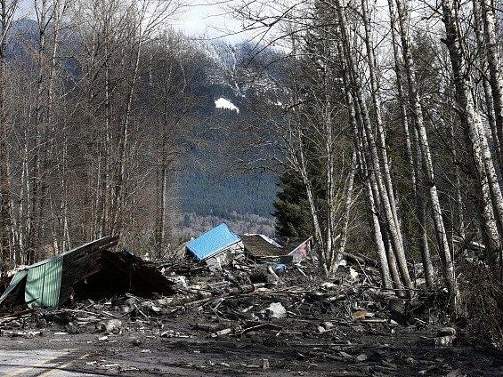 Po sesuvu bahna ve státě Washington se pohřešuje 108 lidí.