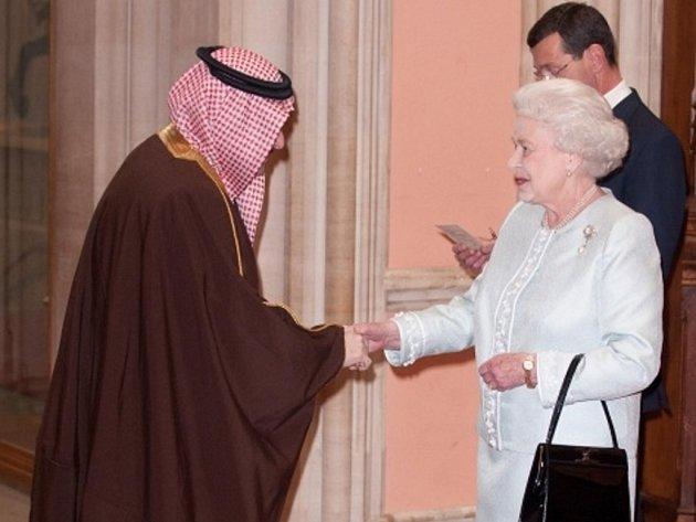 Králové a královny z celého světa se dnes sjeli do Windsoru u Londýna, kde je britská panovnice Alžběta II. hostí na obědě v rámci oslav 60. výročí svého nástupu na trůn.