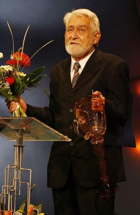 Cenu za celoživotní mistrovství v oboru činohra získal Ilja Racek.