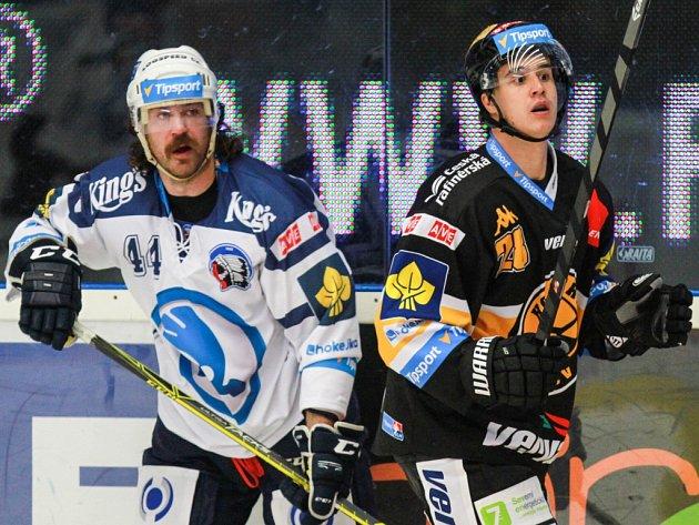 Ryan Hollweg z Plzně (vlevo) a Karel Kubát z Litvínova.