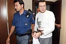 Nejvyšší soud v Brně potvrdil ve středu 22. září 2010 výjimečný trest vězení za vraždu stopařky u Keteně na Jičínsku. Pachatel Jiří Cimbál stráví ve vězení 25 let. Dívku obtěžoval a bil, potom ji ze strachu z prozrazení zavraždil.