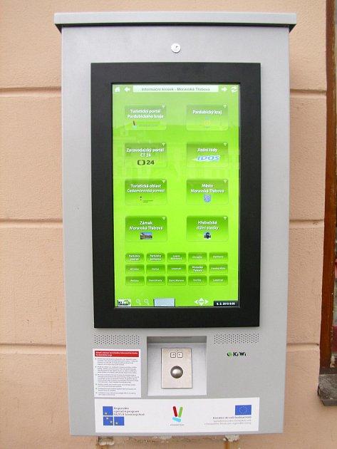 Turistické informační centrum disponuje nově umístěným zvukovým multimediálním kioskem, který je připevněn ke zdi zvenčí informačního centra.