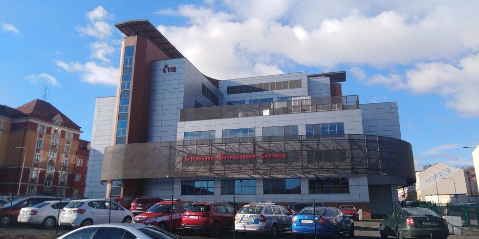 Integrované bezpečnostní centrum. Moderní budova IBC je v samém centru Ostravy, nedaleko Stodolní ulice. Srdcem IBC je dispečerský sál, v budově je i výjezdové místo záchranné služby