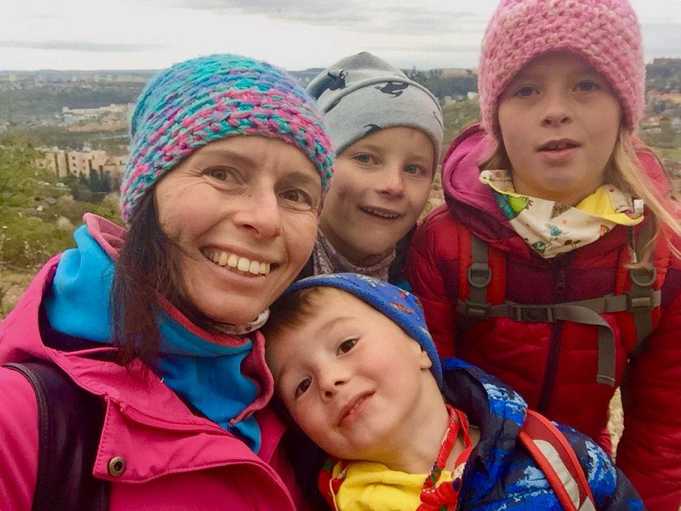 Veronika Hurdová a její tři děti: Gréta, Marián a Janek.