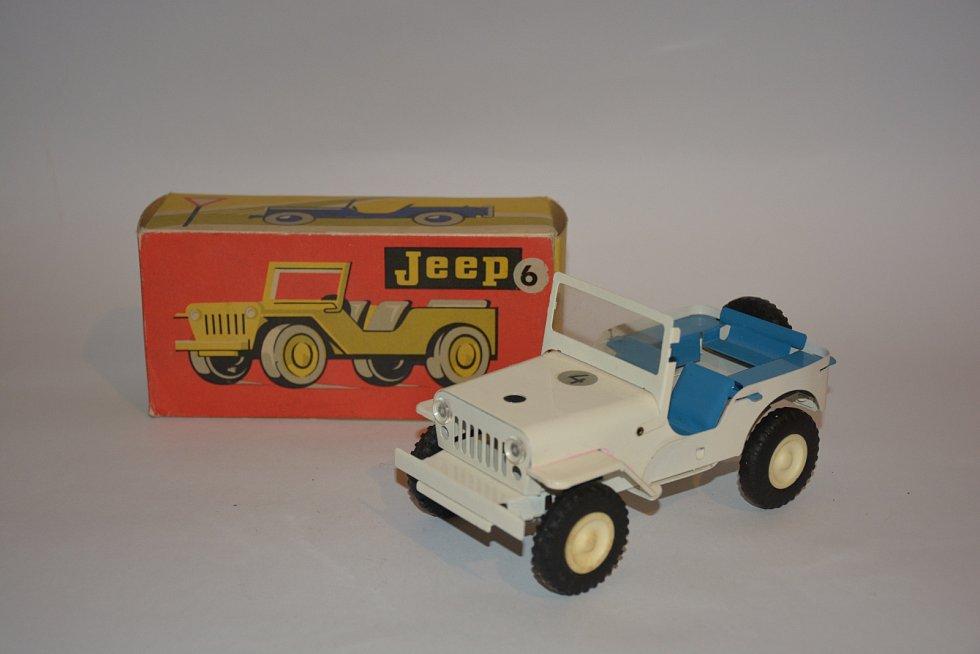 Hračky vsocialistickém Československu. Jeep vyroben v roce 1975 v ITESu Trhové Sviny