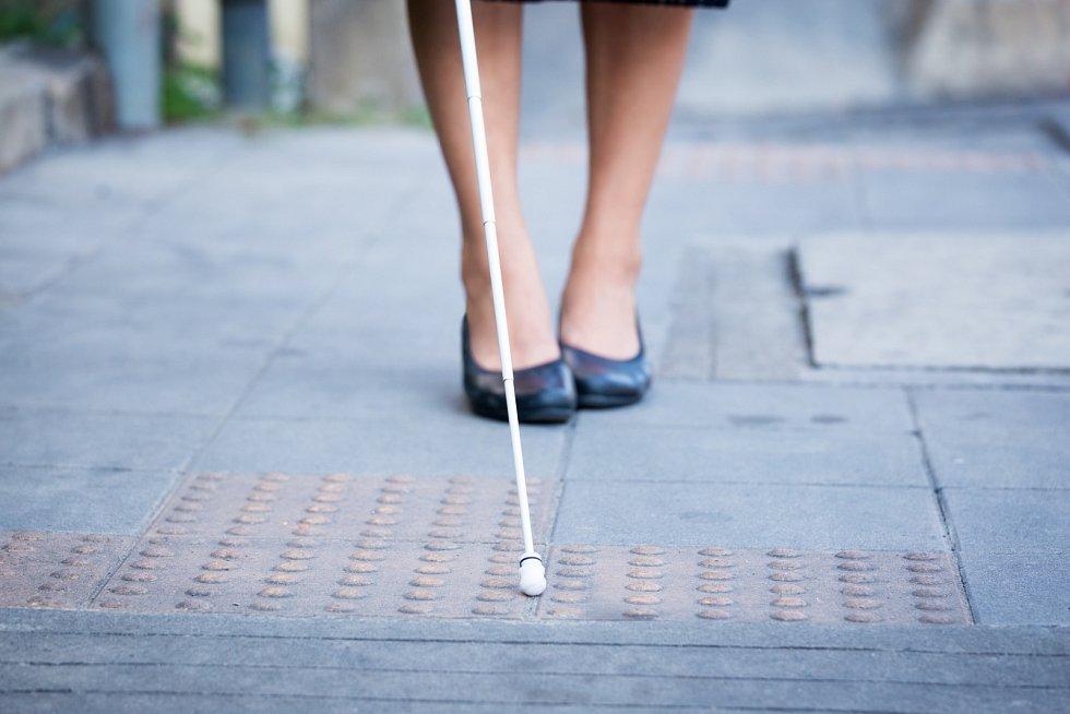 Někteří nevidomí lidí mají šanci na částečný návrat zraku.