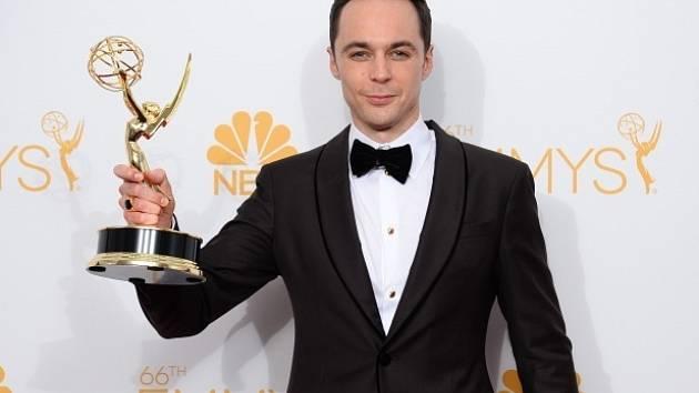 Jim Parsons získal za roli geniálního vědce Sheldona Coopera v seriálu Teorie velkého třesku svou čtvrtou televizní cenu Emmy v kategorii nejlepší herec komediální seriálu.