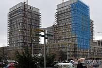Developer Central Group plánuje letos prodat 1300 bytů. V červnu chce dokončit rezidenci Garden Towers na Žižkově (na snímku z 2. března).