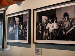 V Londýně byla v pondělí večer slavnostně zahájena výstava věnovaná více než 50 letům kariéry kultovní rockové skupiny Rolling Stones.