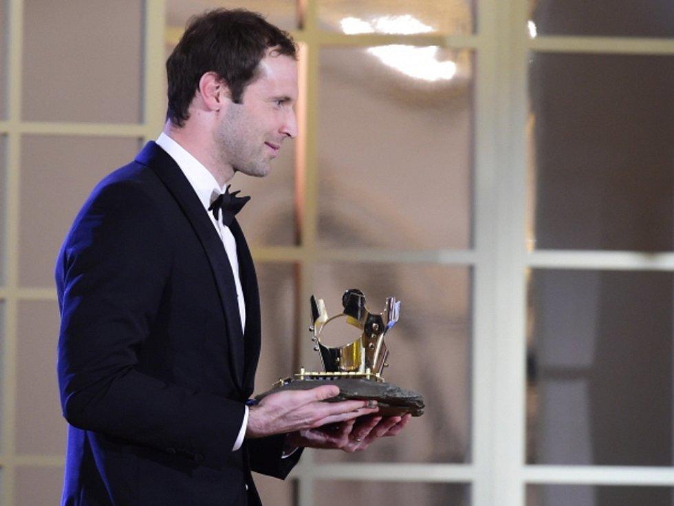 Brankář Arsenalu Petr Čech se stal podeváté Fotbalistu roku.