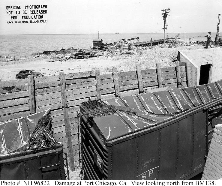 Nákladní vagóny u mola zničila tlaková vlna výbuchu