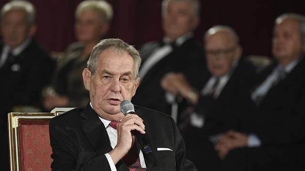 Prezident Miloš Zeman při projevu ve Vladislavském sále Pražského hradu, kde se 28. října 2019 konal slavnostní ceremoniál udílení státních vyznamenání