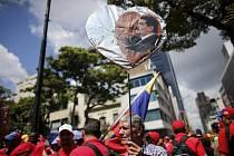 V ulicích venezuelského hlavního města Caracasu se střetávají jak odpůrci, tak příznivci prezidenta Nicoláse Madura.