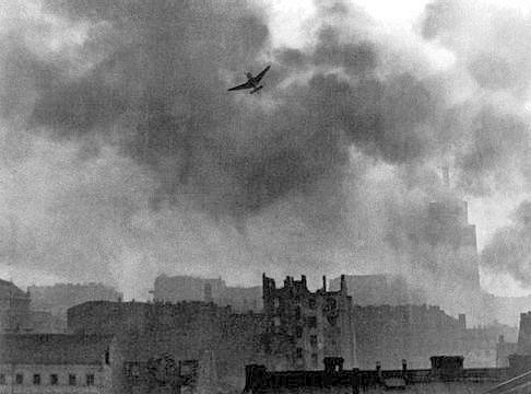 Německé štuky bombardují Varšavu