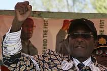 Autokrat Mugabe je hluchý k protestům