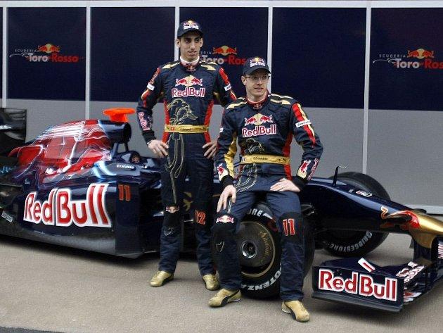 Tým formule 1 Toro Rosso se představil ve Španělsku. Vpravo Sebastien Bourdais, vlevo Sebastien Buemi.