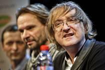 Zpěvák a skladatel Miro Žbirka vystoupil 9. března v pražském Divadle Kalich na tiskové konferenci k připravovanému muzikálu Atlantida.