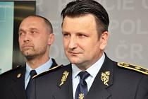 Policejní prezident Tomáš Tuhý (vpředu) a ředitel Národní protidrogové centrály Jakub Frydrych.